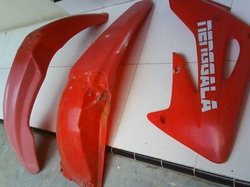 Antara Front Fender, Rear fender dan Radiator Scoop, warnanya berubah nggak ada yang sama